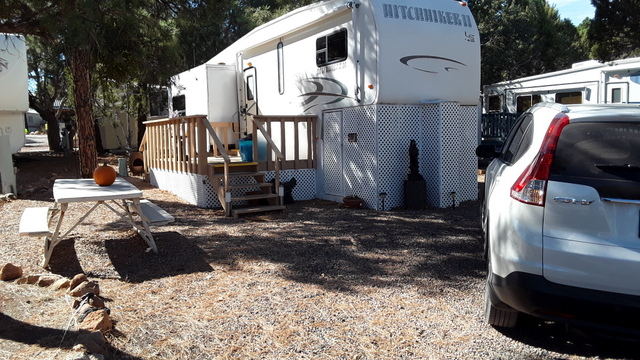 Site #88 Hitchhiker Model LS 5th Wheel 32.5' 2005 Price $16,000