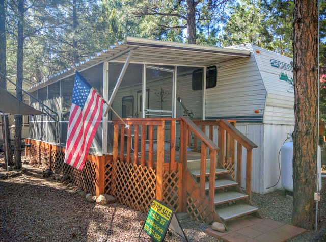 Site #80 Sportmaster 56th Wheel Model# 337 Size 33 FT 1996 Price $15,000